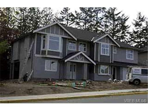 Main Photo: 2385 Edgelow St in VICTORIA: SE Arbutus House for sale (Saanich East)  : MLS®# 301911