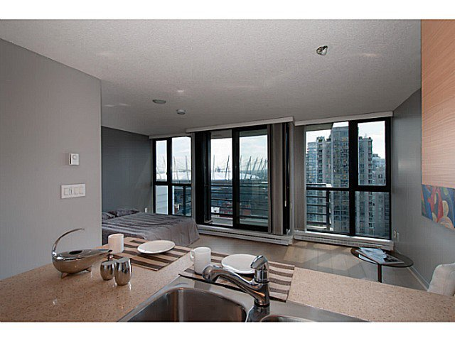 "Main Photo: 2003 909 MAINLAND Street in Vancouver: Yaletown Condo for sale in ""Yaletown Park 2"" (Vancouver West)  : MLS®# V1079716"