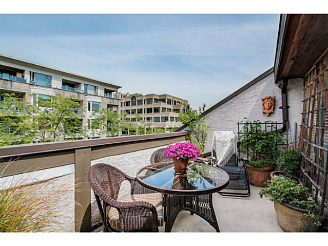 Main Photo: 1724 CYPRESS ST in Vancouver: Kitsilano Condo for sale (Vancouver West)  : MLS®# V1083303