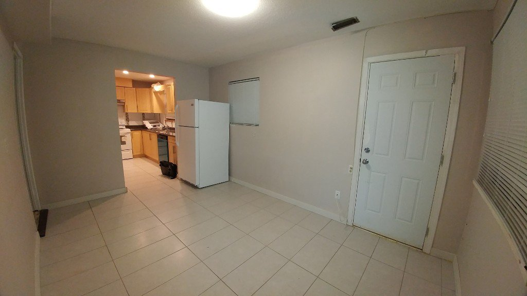 Photo 7: Photos: 5442 Rumble St in Burnaby: Condo for rent (Burnaby South)