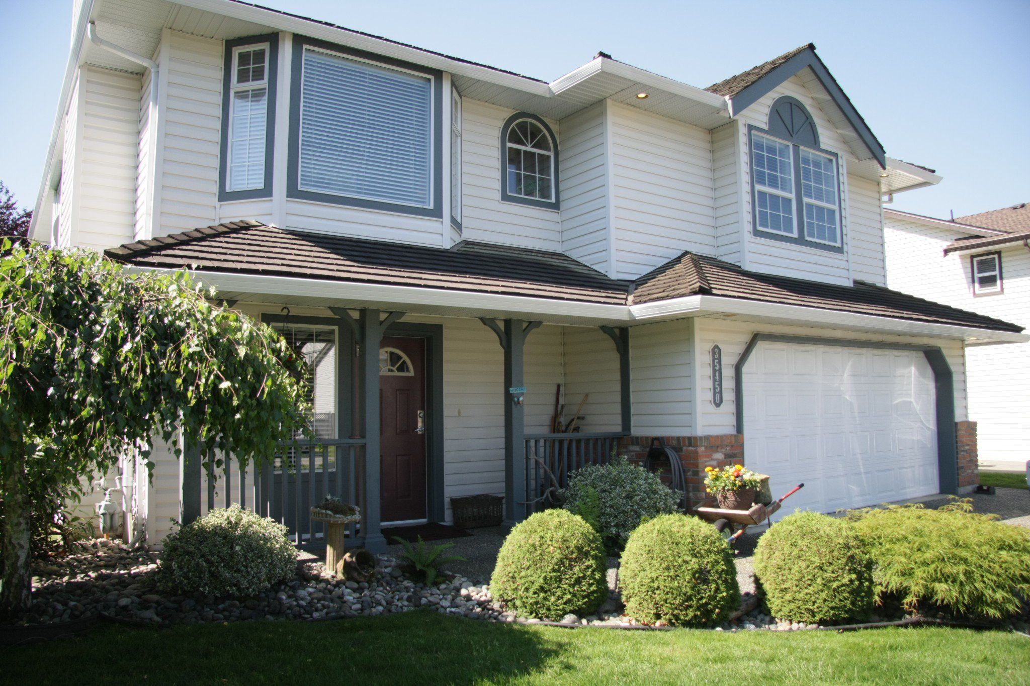 Main Photo: 35450 Calgary Avenue in Abbotsford: House for sale