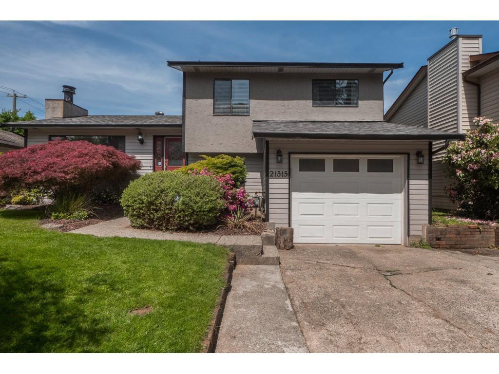 Main Photo: 21315 91B Avenue in Langley: Walnut Grove House for sale : MLS®# R2390157
