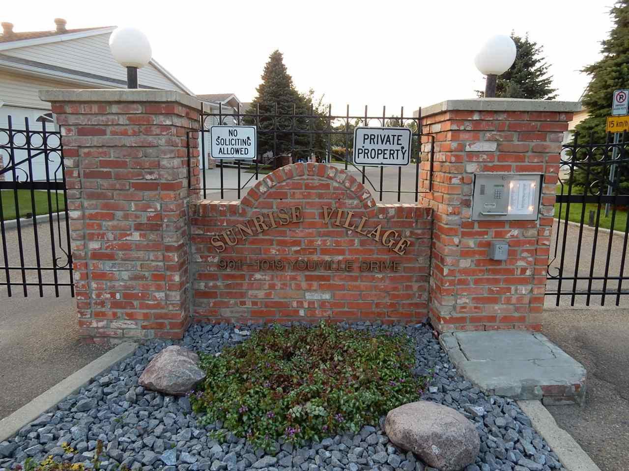 Main Photo: 947 Youville Drive in Edmonton: Zone 29 House Half Duplex for sale : MLS®# E4182684