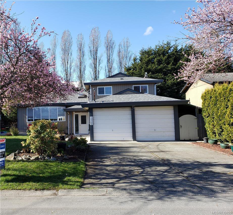 Main Photo: 10306 Gabriola Pl in Sidney: Si Sidney North-East Single Family Detached for sale : MLS®# 835055