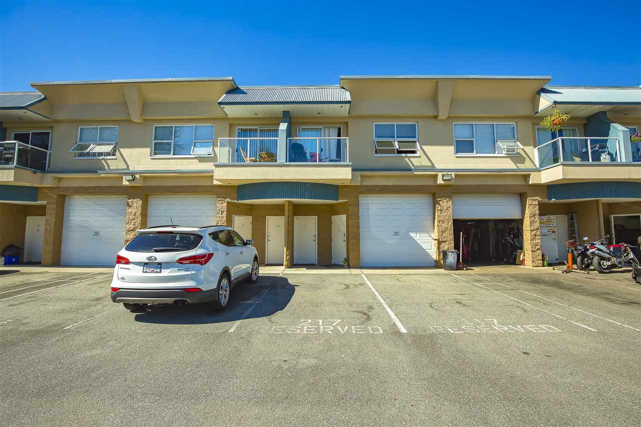 Main Photo: 217 5678 199 Street in Langley: Langley City Condo for sale : MLS®# R2495283