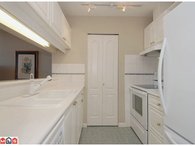 """Photo 7: Photos: PH21 1588 BEST Street: White Rock Condo for sale in """"THE MONTEREY"""" (South Surrey White Rock)  : MLS®# F1209031"""