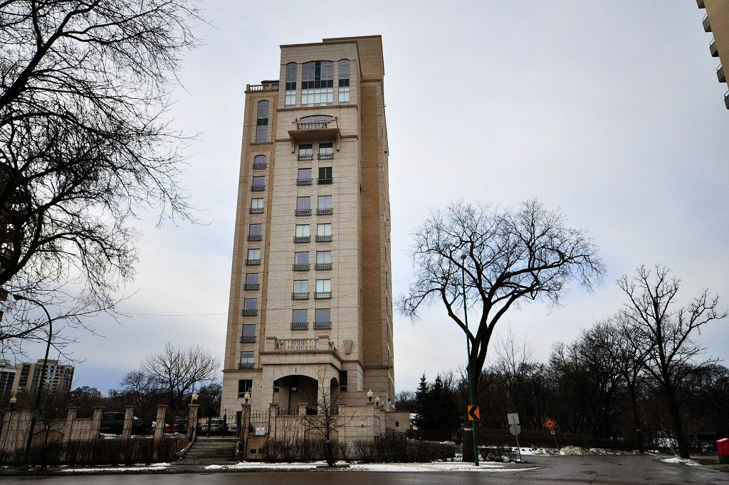 Main Photo: 600 1 Wellington Crescent in Winnipeg: Condominium for sale (Central Winnipeg)  : MLS®# 1200536