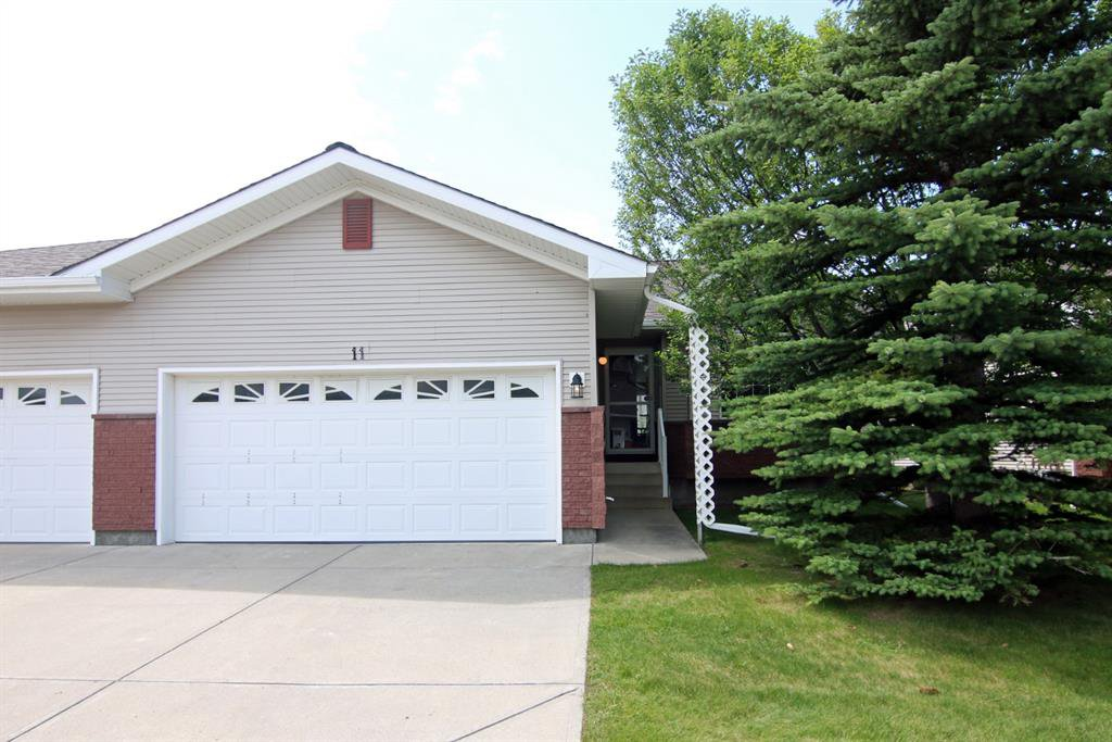 Main Photo: 11 SCOTIA Landing NW in Calgary: Scenic Acres Semi Detached for sale : MLS®# A1016434