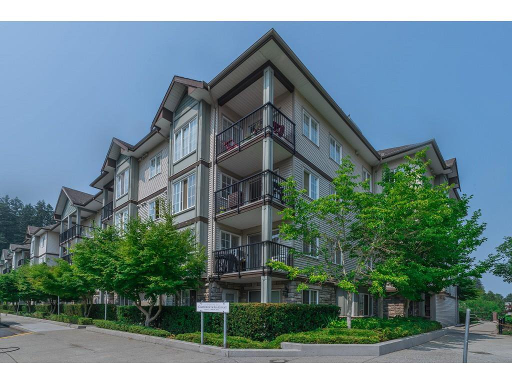 Main Photo: 404 14877 100 Avenue in Surrey: Guildford Condo for sale : MLS®# R2290345