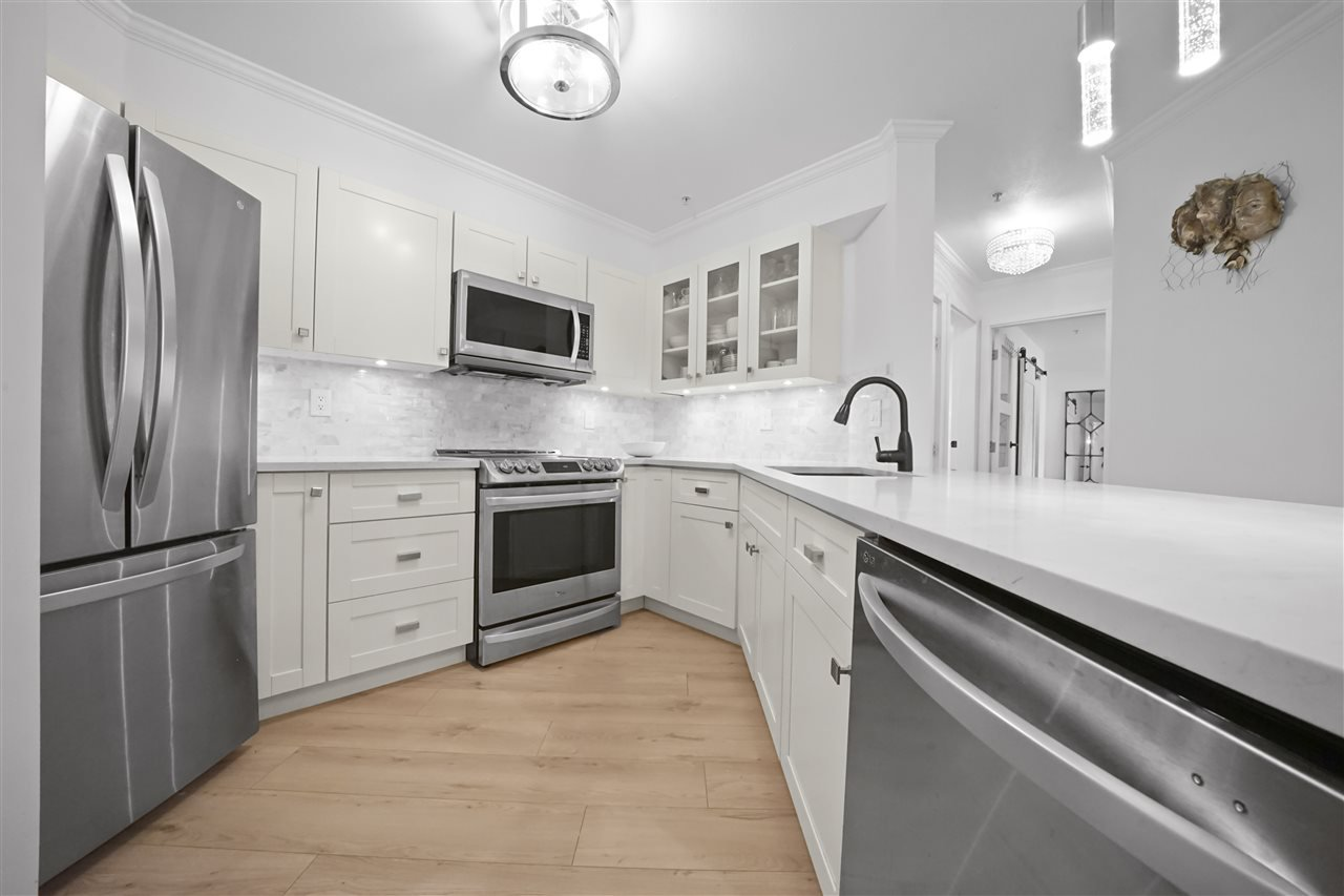 Main Photo: 301 150 W 22ND Street in North Vancouver: Central Lonsdale Condo for sale : MLS®# R2462253