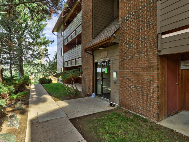 Main Photo: 312 44 S WHITESHIELD Crescent in Kamloops: Sahali Apartment Unit for sale : MLS®# 158901