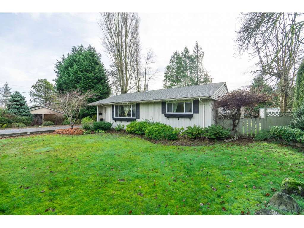 Main Photo: 15916 RUSSELL Avenue: White Rock House for sale (South Surrey White Rock)  : MLS®# R2527400