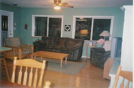 Photo 9: Photos: Family Home With Room To roam