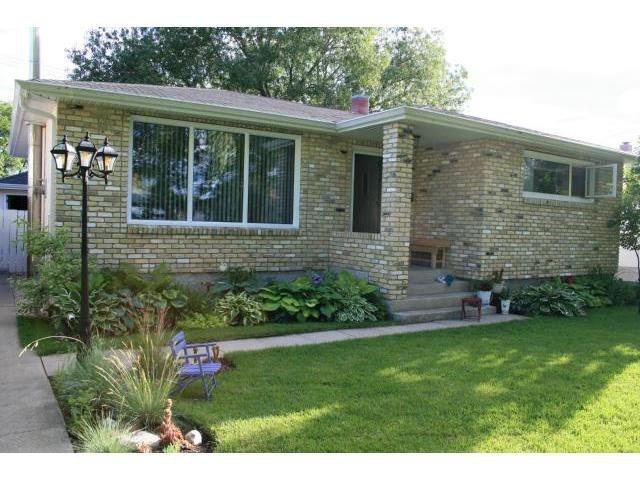 Main Photo: 932 Prince Rupert Avenue in WINNIPEG: East Kildonan Residential for sale (North East Winnipeg)  : MLS®# 1211513