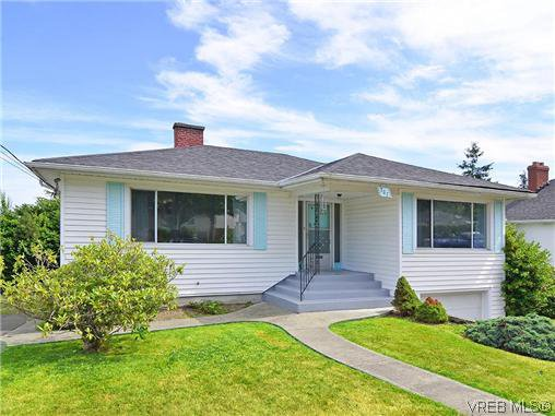 Main Photo: 907 Shirley Rd in VICTORIA: Es Kinsmen Park Single Family Detached for sale (Esquimalt)  : MLS®# 613829