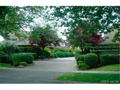Main Photo: 2 2585 Sinclair Rd in VICTORIA: SE Cadboro Bay Row/Townhouse for sale (Saanich East)  : MLS®# 291056