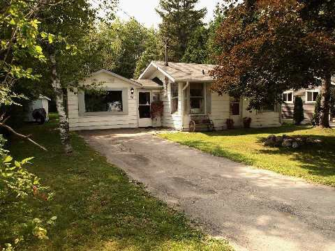 Main Photo: 28 Lindell Road in Georgina: Pefferlaw House (Bungalow) for sale : MLS®# N2990434