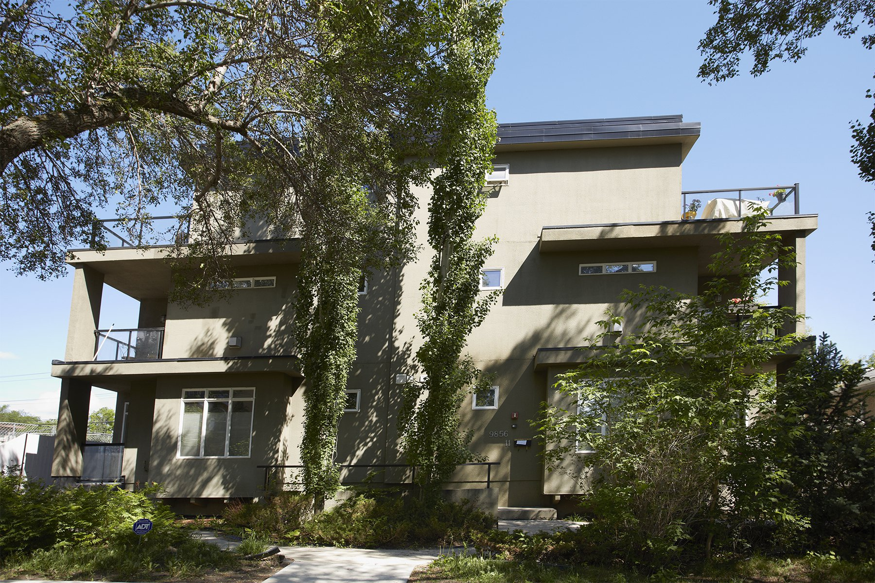 Main Photo: 7, 9856 83 Avenue in Edmonton: Townhouse for rent
