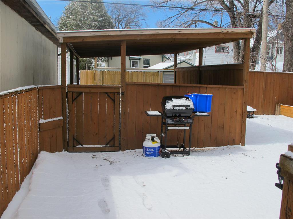 Photo 2: Photos:  in Winnipeg: Polo Park Residential for sale (5C)  : MLS®# 202007556