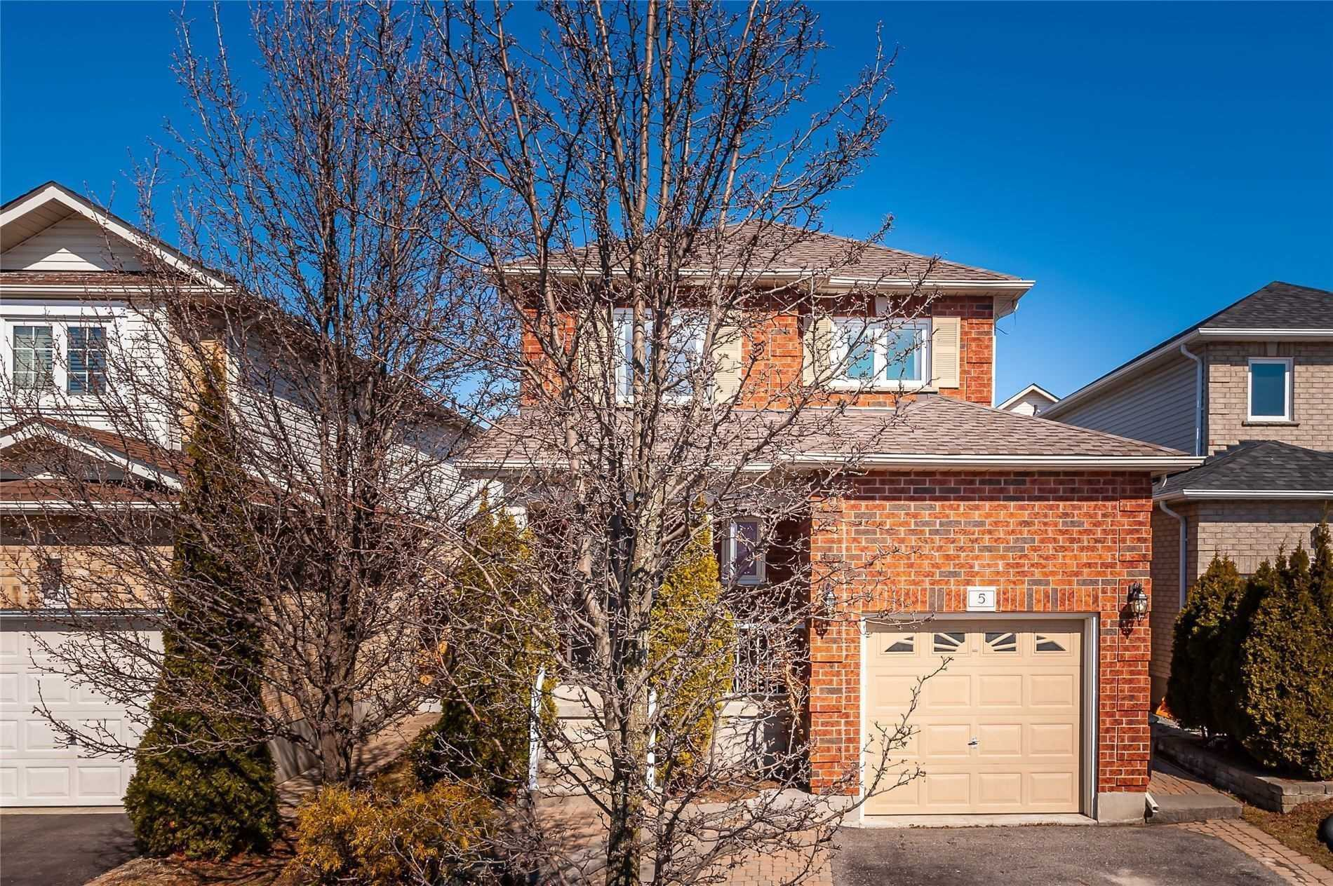 Main Photo: 5 Daley Avenue in Clarington: Bowmanville House (2-Storey) for sale : MLS®# E4745943