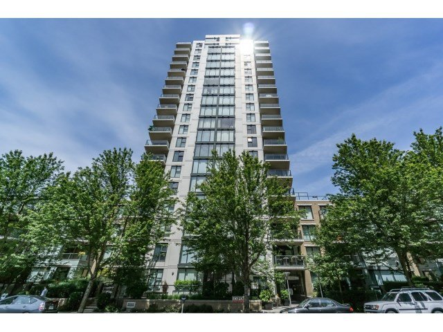Main Photo:  in Vancouver West: Condo for sale : MLS®# R2076164