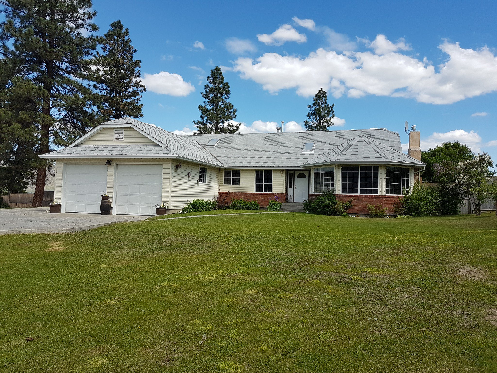 Photo 1: Photos: 6490 Barnhartvale Road in Kamloops: Barnhartvale House for sale : MLS®# New