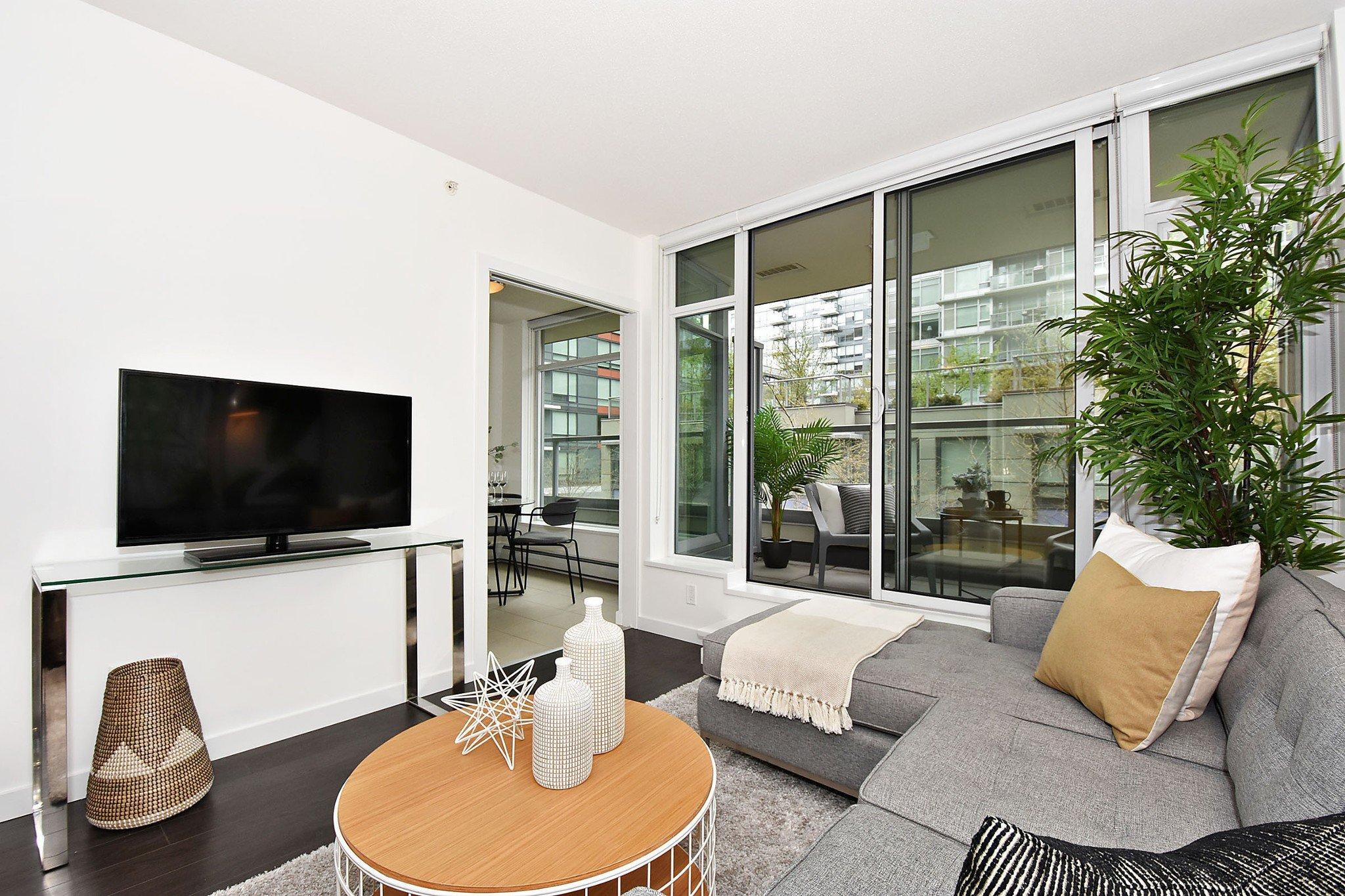 Photo 4: Photos: 306 138 W 1ST AVENUE in Vancouver: False Creek Condo for sale (Vancouver West)  : MLS®# R2360592