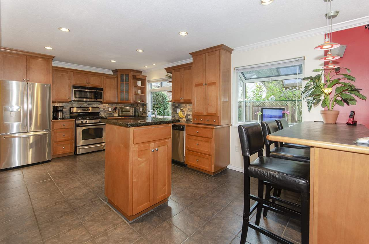 "Photo 4: Photos: 3569 CHESTNUT Street in Port Coquitlam: Lincoln Park PQ House for sale in ""Lincoln Park"" : MLS®# R2428623"