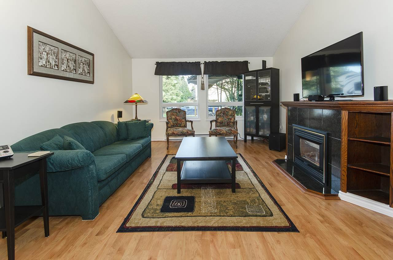 "Photo 2: Photos: 3569 CHESTNUT Street in Port Coquitlam: Lincoln Park PQ House for sale in ""Lincoln Park"" : MLS®# R2428623"
