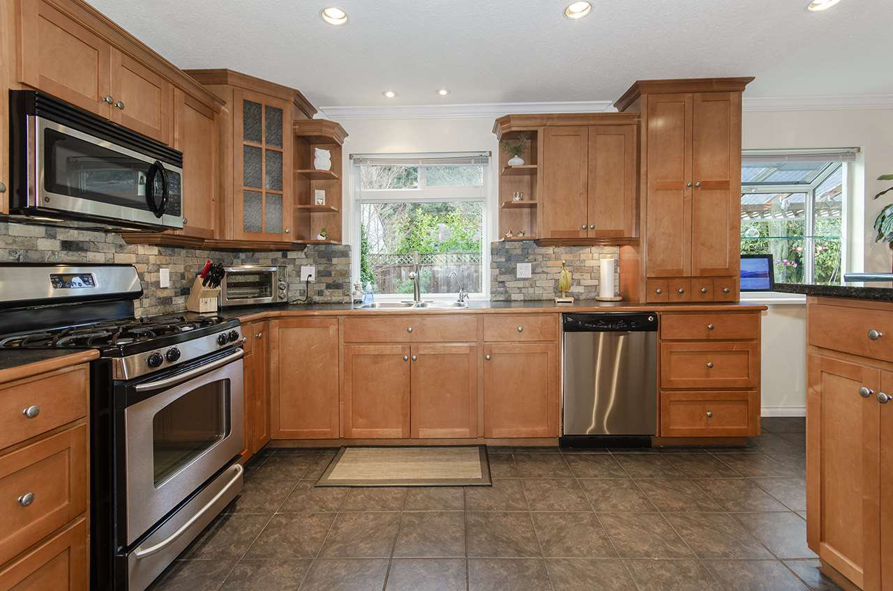 "Photo 5: Photos: 3569 CHESTNUT Street in Port Coquitlam: Lincoln Park PQ House for sale in ""Lincoln Park"" : MLS®# R2428623"