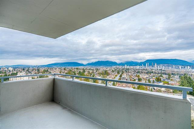 Main Photo: 1601 5652 Patterson in Burnaby: Condo for sale