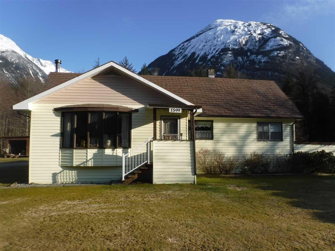 Main Photo: 1599 MACKENZIE Highway in Bella Coola: Bella Coola/Hagensborg House for sale (Williams Lake (Zone 27))  : MLS®# R2449026