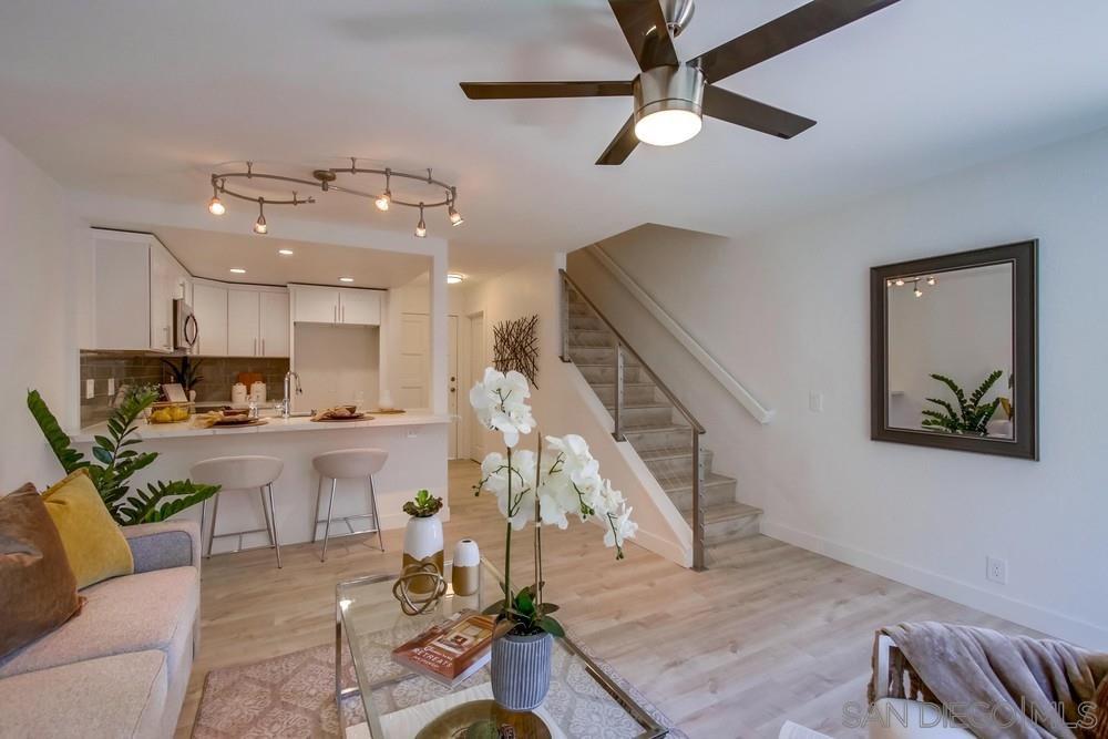 Main Photo: LA JOLLA Condo for sale : 1 bedrooms : 8268 Gilman Dr #11