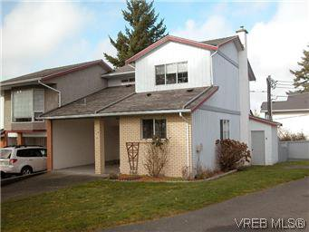 Main Photo: 10 3341 Mary Anne Cres in VICTORIA: Co Triangle Row/Townhouse for sale (Colwood)  : MLS®# 602437