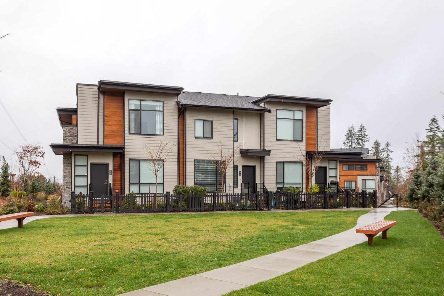 Main Photo: 32 15688 28 Avenue in South Surrey: Grandview Surrey Townhouse for sale (South Surrey White Rock)  : MLS®# R2235944