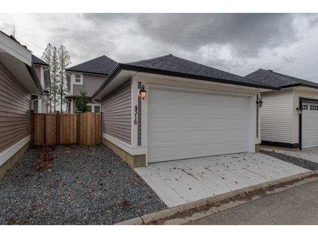 Photo 2: Photos: 4328 STEPHEN LEACOCK DRIVE in Abbotsford: Abbotsford East House for sale : MLS®# R2001619