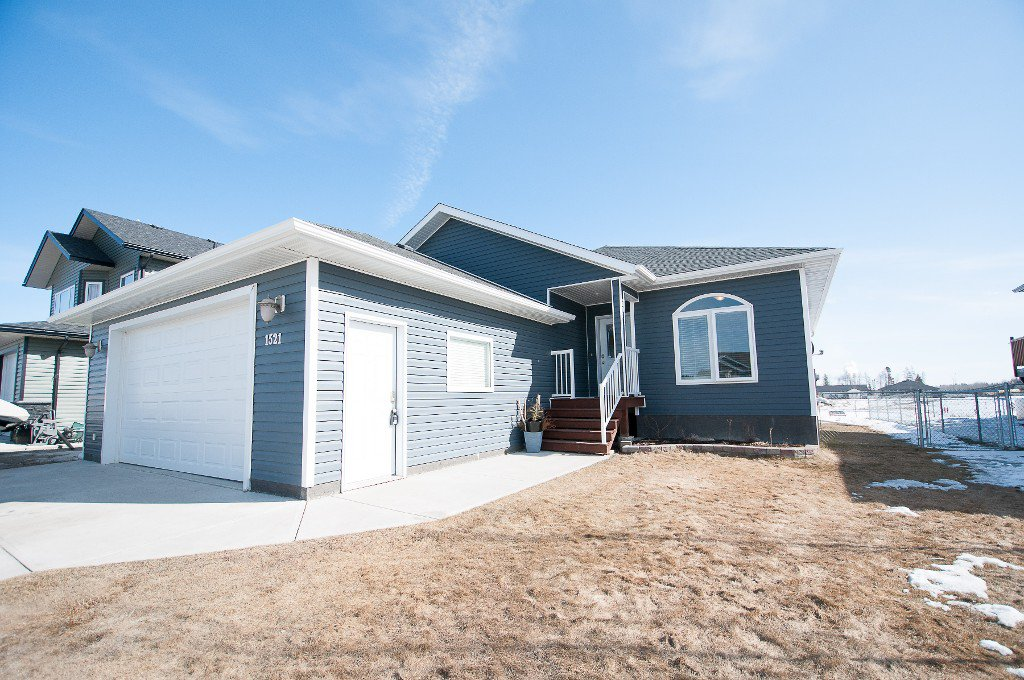 1521 42 Street, Edson, AB - Gorgeous 5 Bedroom, 3 Bathroom Bungalow on the Pond