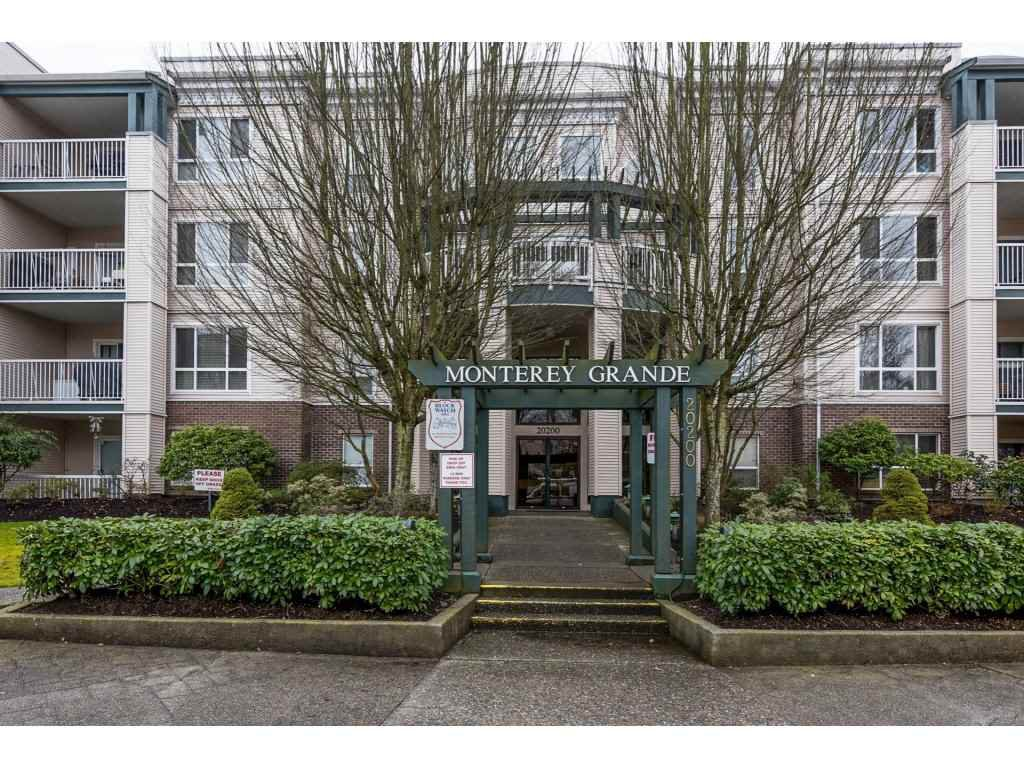 Main Photo: 104-20200 54A in Langley: Condo for sale : MLS®# R2147829