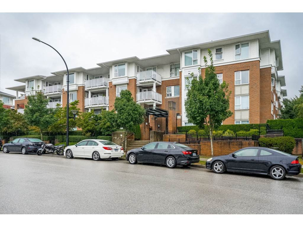 """Main Photo: 218 4783 DAWSON Street in Burnaby: Brentwood Park Condo for sale in """"Collage"""" (Burnaby North)  : MLS®# R2399063"""
