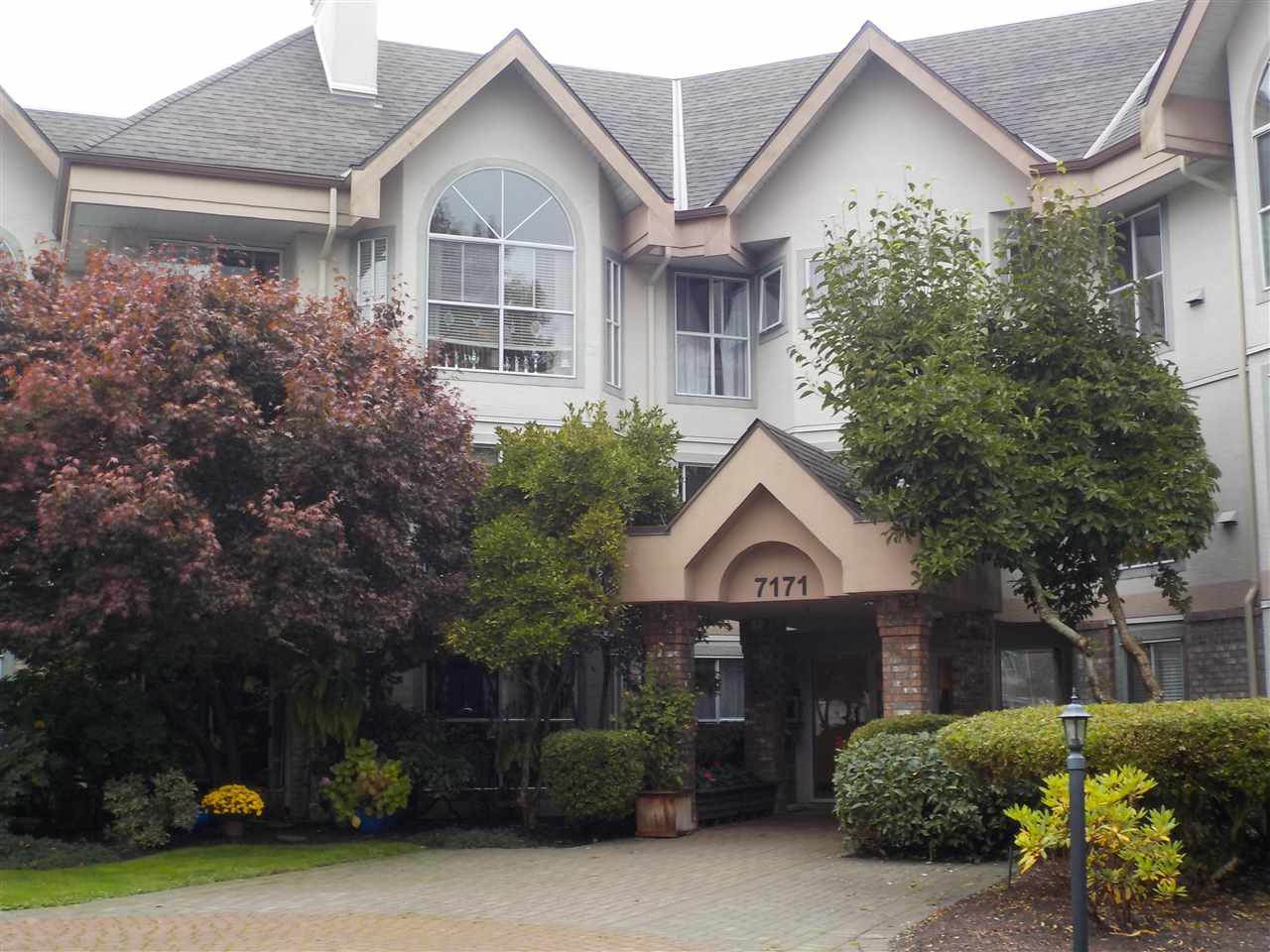 """Main Photo: 318 7171 121 Street in Surrey: West Newton Condo for sale in """"Highlands"""" : MLS®# R2505061"""