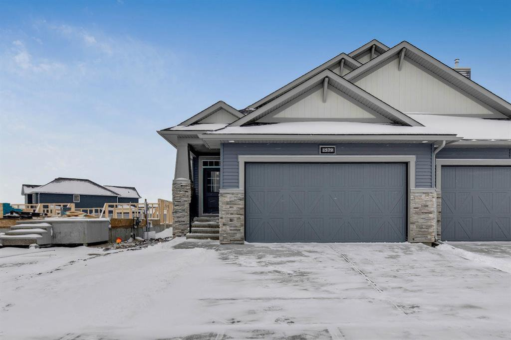 Main Photo: 1579 Ravensmoor Way SE: Airdrie Semi Detached for sale : MLS®# A1044835