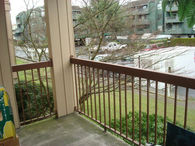 """Photo 5: Photos: 126 8500 ACKROYD Road in Richmond: Brighouse Condo for sale in """"WESTHAMPTON COURT"""" : MLS®# V992566"""
