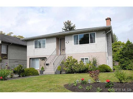 Main Photo: 3453 Bethune Avenue in VICTORIA: SE Quadra Residential for sale (Saanich East)  : MLS®# 334194