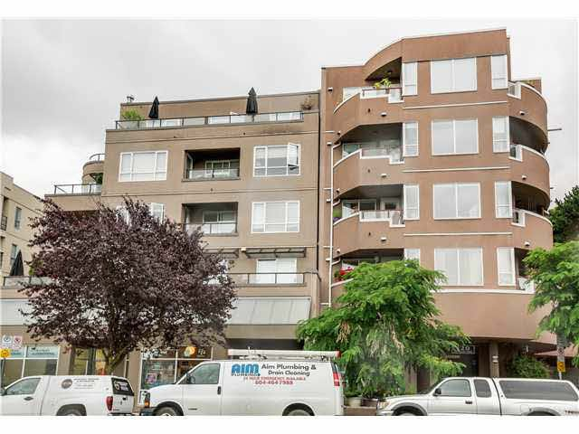 """Photo 2: Photos: 201 118 E 2ND Street in North Vancouver: Lower Lonsdale Condo for sale in """"The Evergreen"""" : MLS®# V1077548"""