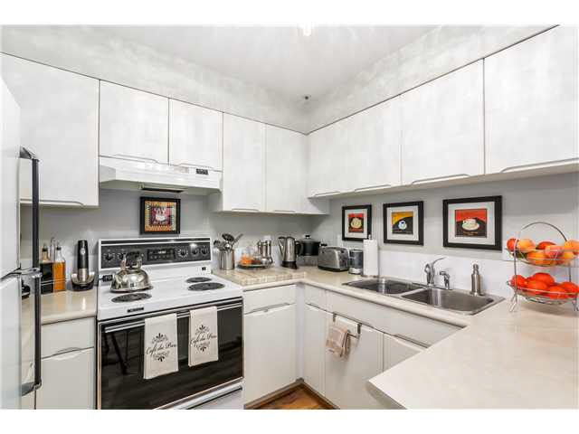 """Photo 10: Photos: 201 118 E 2ND Street in North Vancouver: Lower Lonsdale Condo for sale in """"The Evergreen"""" : MLS®# V1077548"""