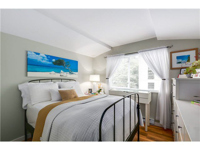 """Photo 14: Photos: 201 118 E 2ND Street in North Vancouver: Lower Lonsdale Condo for sale in """"The Evergreen"""" : MLS®# V1077548"""