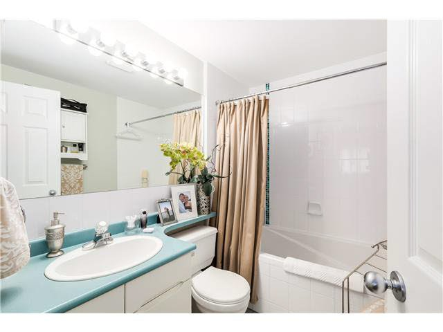"""Photo 13: Photos: 201 118 E 2ND Street in North Vancouver: Lower Lonsdale Condo for sale in """"The Evergreen"""" : MLS®# V1077548"""