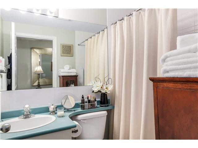 """Photo 15: Photos: 201 118 E 2ND Street in North Vancouver: Lower Lonsdale Condo for sale in """"The Evergreen"""" : MLS®# V1077548"""
