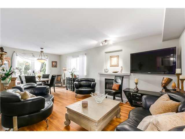 """Photo 4: Photos: 201 118 E 2ND Street in North Vancouver: Lower Lonsdale Condo for sale in """"The Evergreen"""" : MLS®# V1077548"""