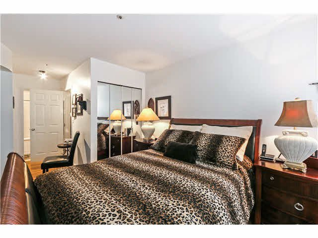 """Photo 12: Photos: 201 118 E 2ND Street in North Vancouver: Lower Lonsdale Condo for sale in """"The Evergreen"""" : MLS®# V1077548"""